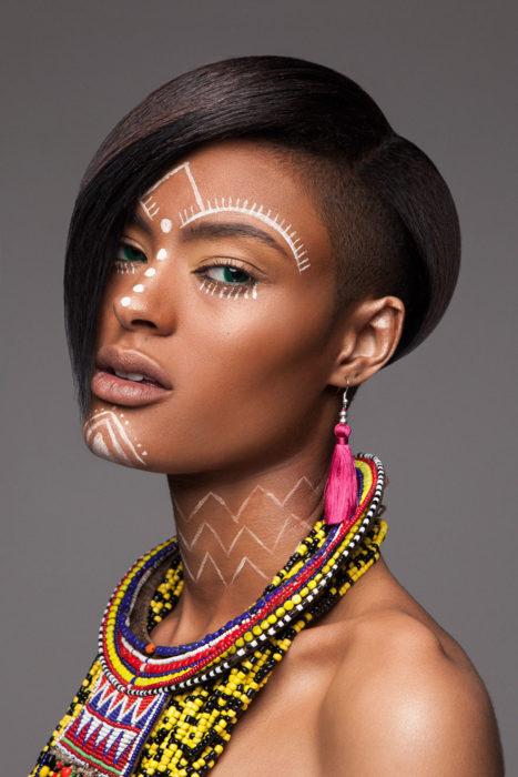 Modelos-de-los-premios-britanicos-de-cabebello-4-467x700