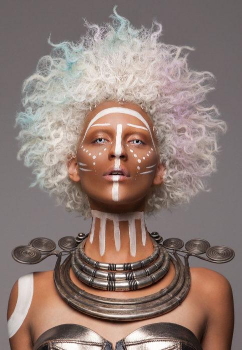 Modelos-de-los-premios-britanicos-de-cabebello-5-485x700